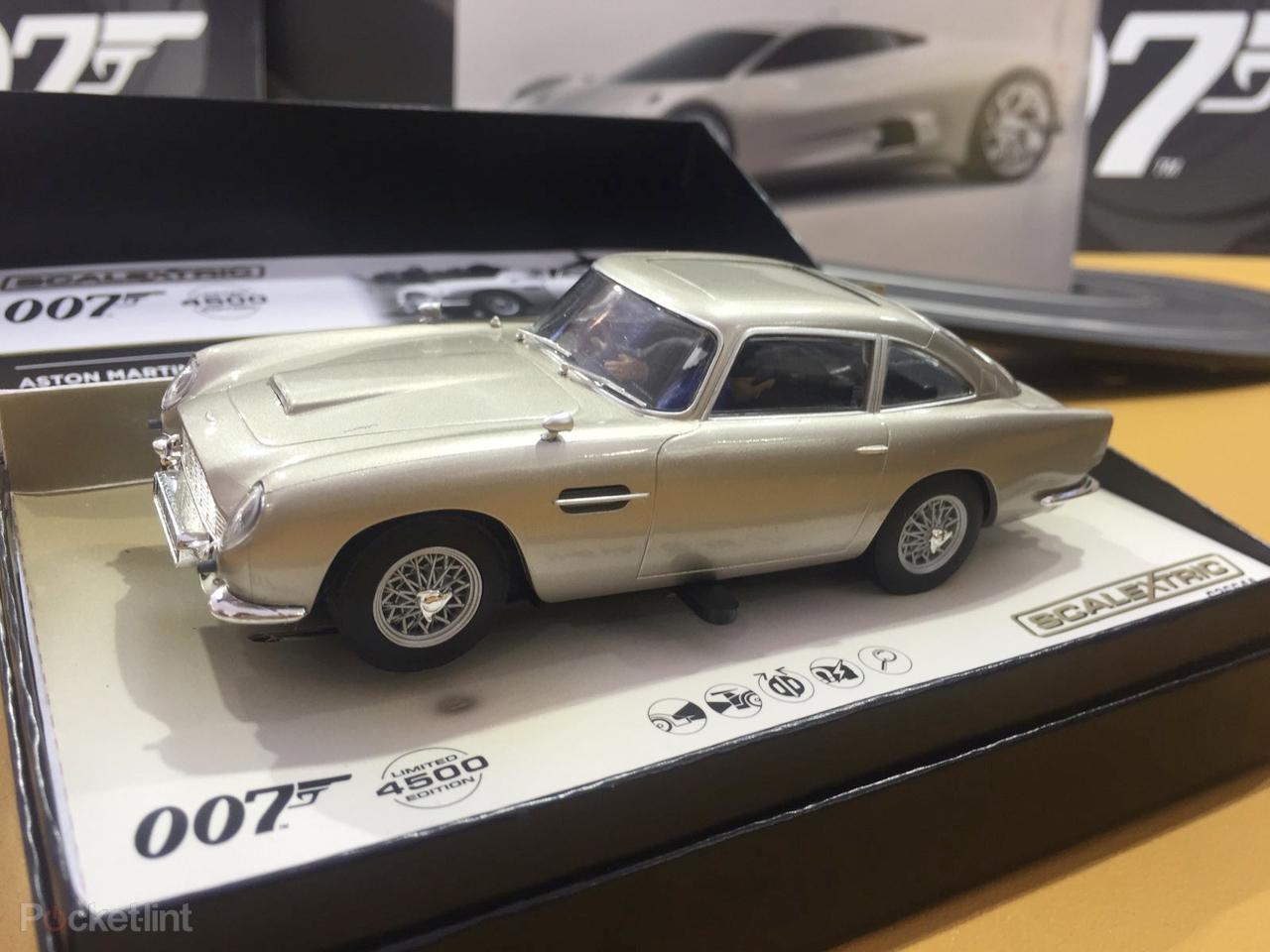 Jamese Bonda můžete mít rádi kvůli slečnám 01001903c41